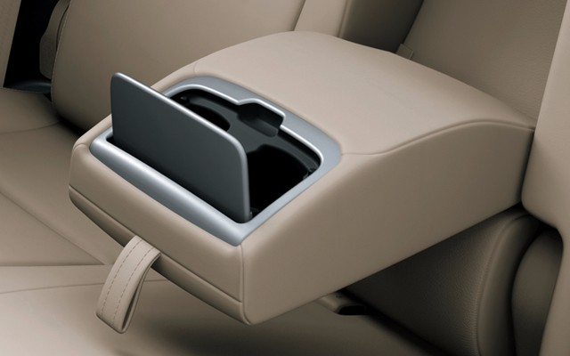 rear-armrest-with-cup-holder