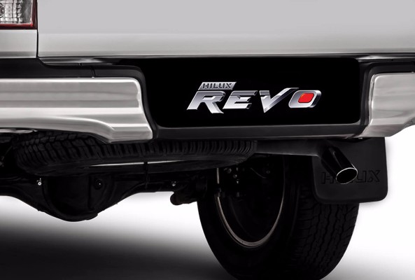 Rear-bumper-with-step